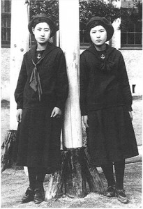 Students_of_Fukuoka_Jogakkou_1920s_Fukuoka_Japan
